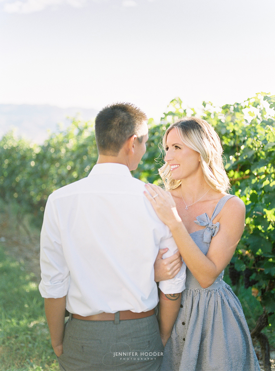 kelowna winery engagement photographer