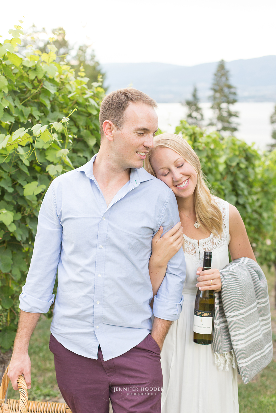 Kelowna engagement photographer